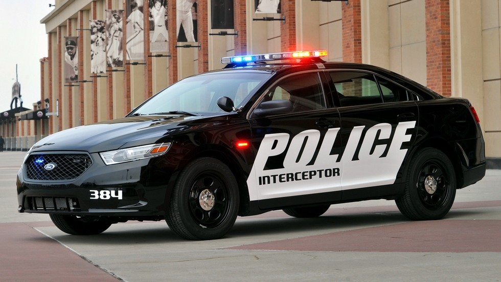 2013 ford police interceptor вид три четверти