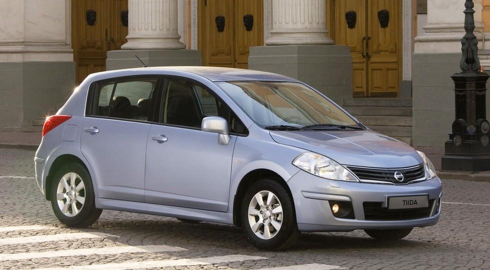 На фото: Nissan Tiida (C11)'2010–13