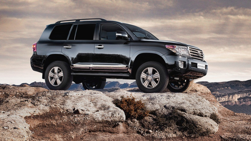На фото: Toyota Land Cruiser V8 '2012–15