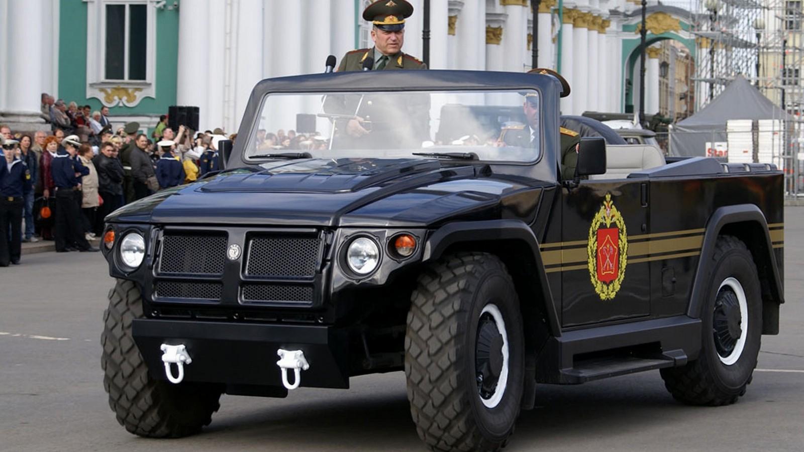 Парадный вариант бронемашины ГАЗ-2330 «Тигр» с американскими агрегатами
