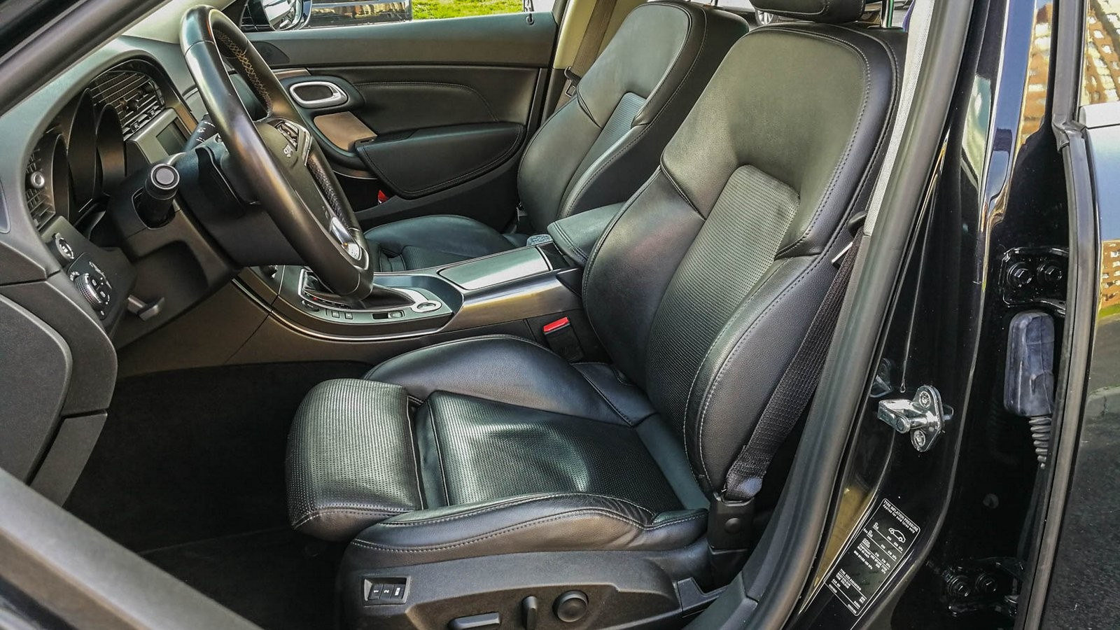Saab 9-5 передние сидения