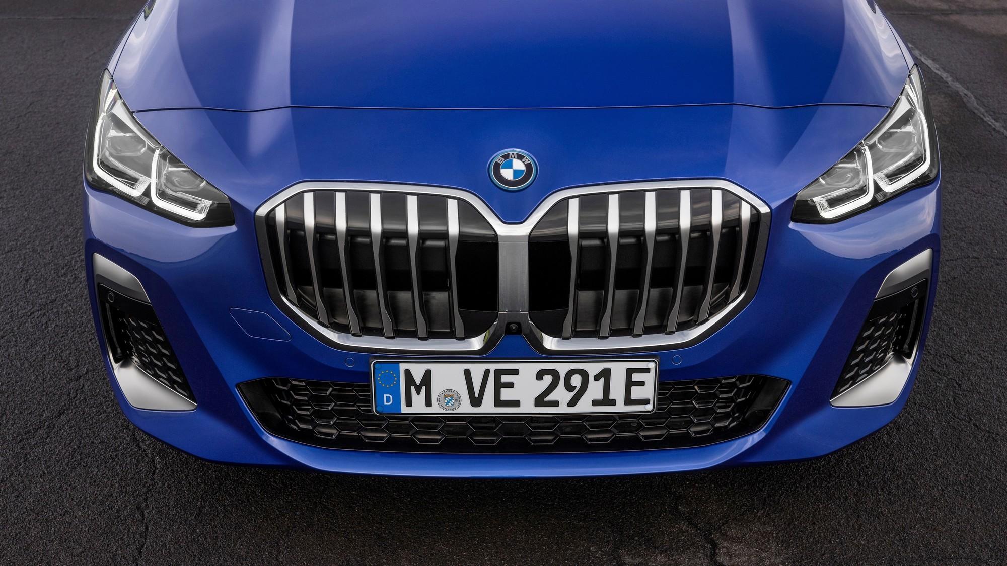 Новый BMW 2 Series Active Tourer: «старые» ручки, скрытый выхлоп и модный салон
