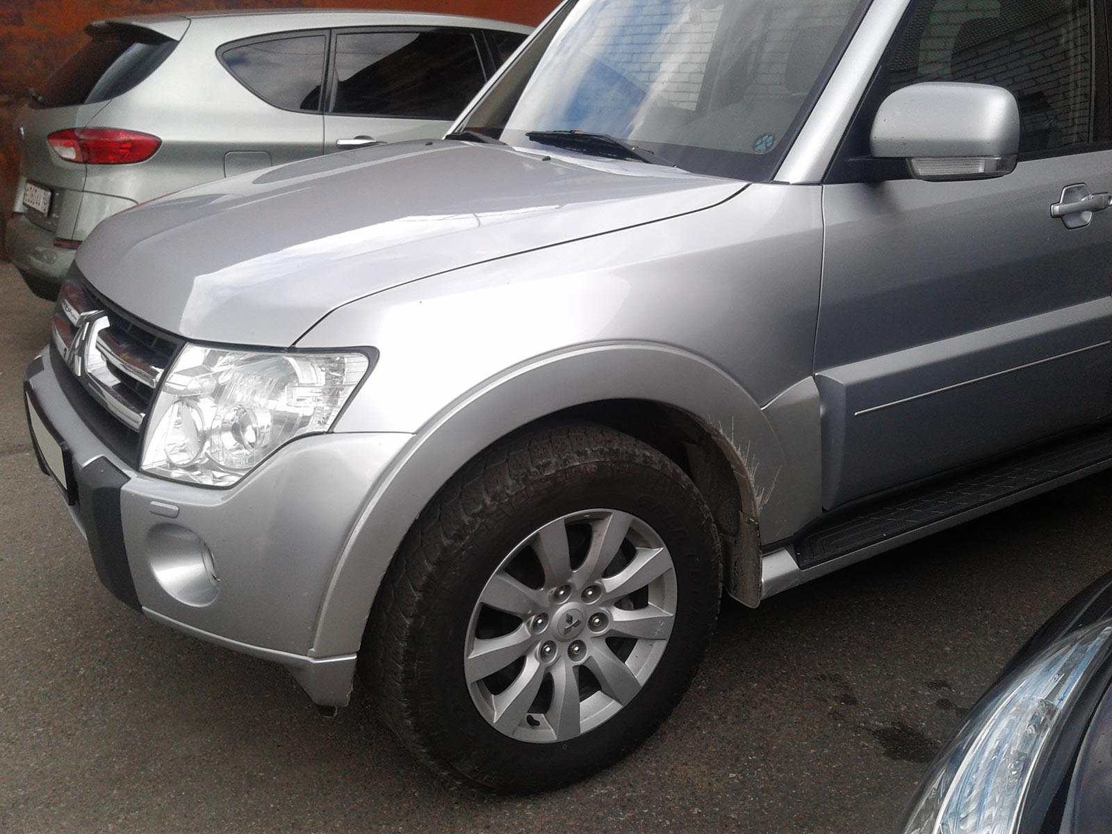 Mitsubishi Pajero серебристый