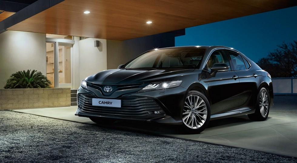 На фото: новая Toyota Camry для Украины. Нашим соседям седан предложат с мотором 2.5 (181 л.с.)