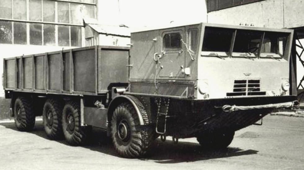 Высокобортный транспортный грузовик БАЗ-135МБК с лебедкой (из архива 21 НИИЦ)