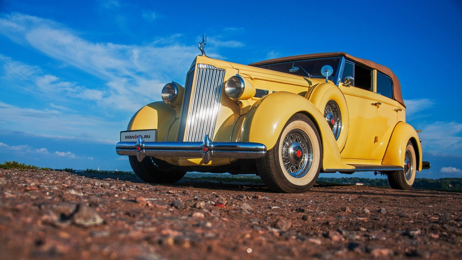 Packard Eight 1937 жёлтый три четверти (4)