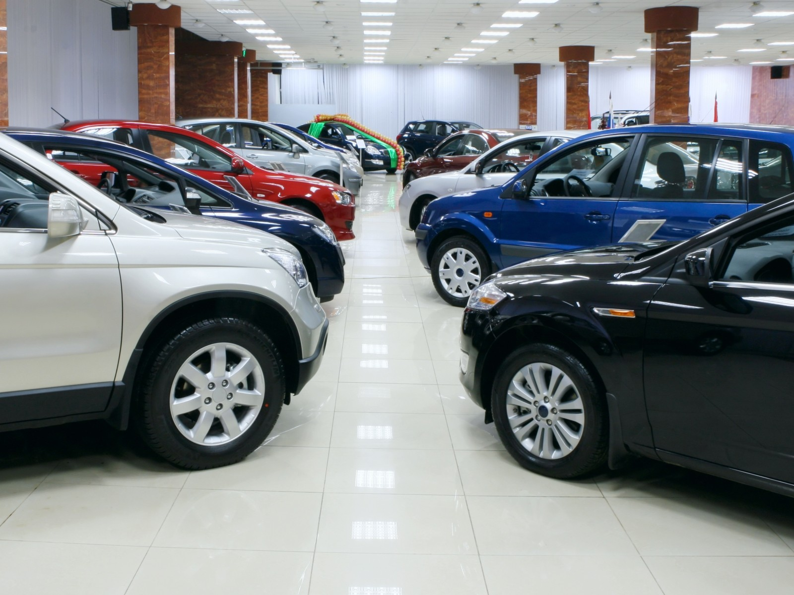 Автосалоны рейтинг москва авто с пробегом автосалон москва кроссовер продажа