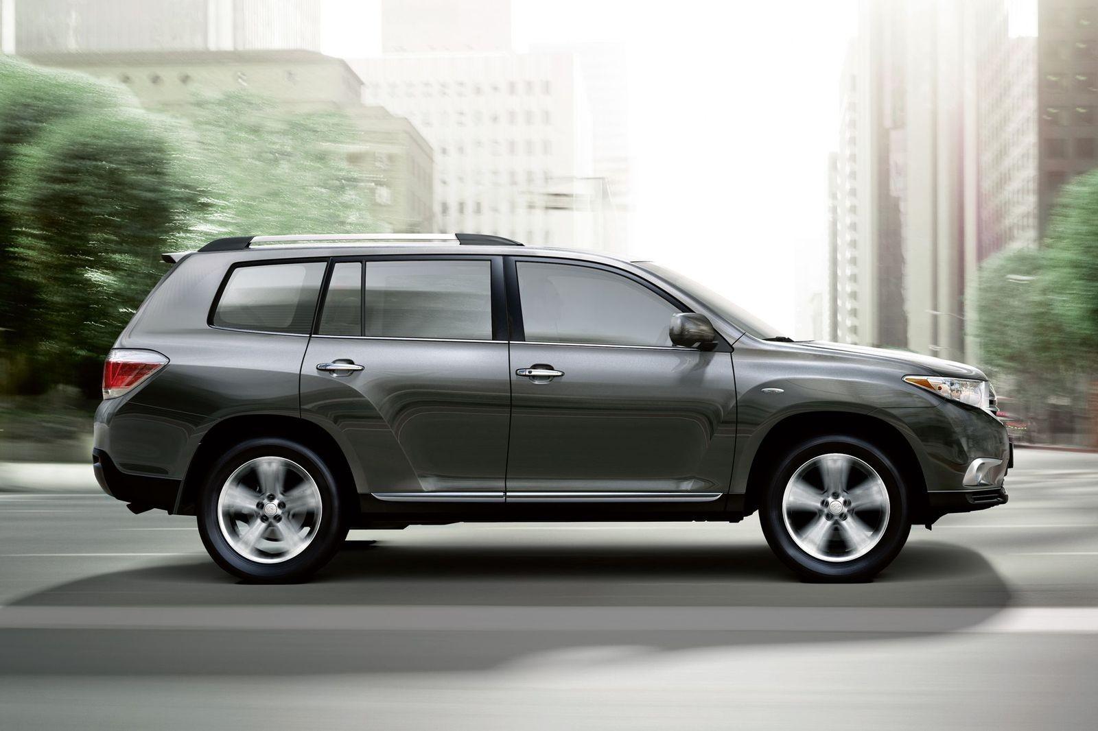 Как Camry 3.5, только побольше: стоит ли покупать Toyota Highlander II за 1,5 миллиона рублей