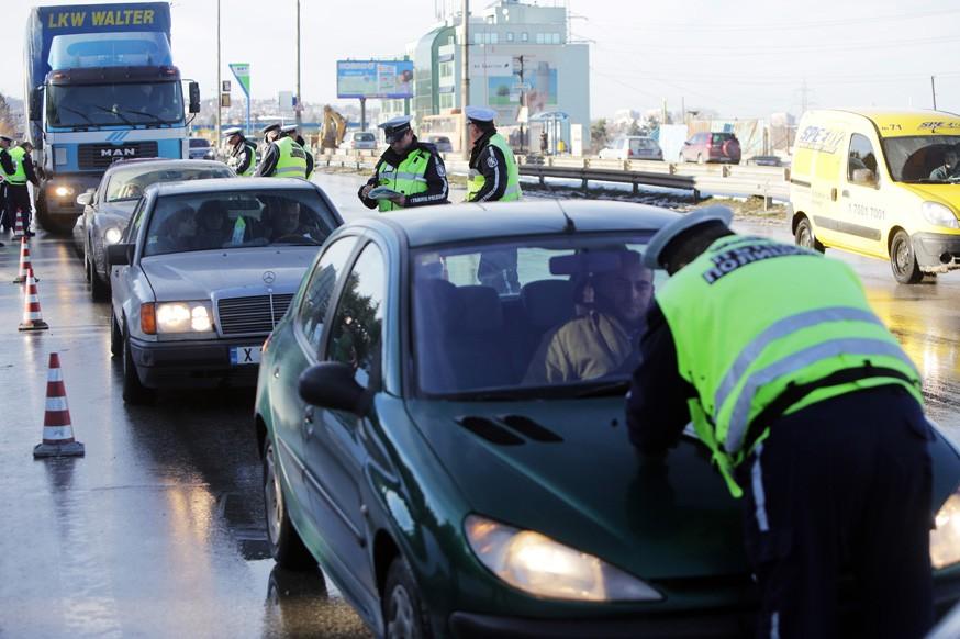 Автомобили с иностранными номерами задержат, если у водителей будет неуплаченный штраф