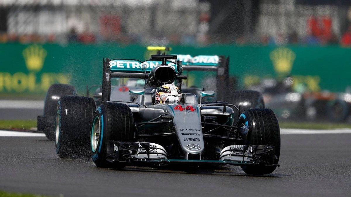 Команда будет принимать решение о возможной замене двигателя после этапов в Венгрии и Германии