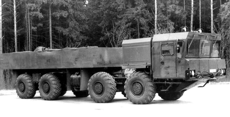 Опытный грузовик МАЗ-7930 с цельнометаллическим кузовом (из архива НИИЦ АТ)