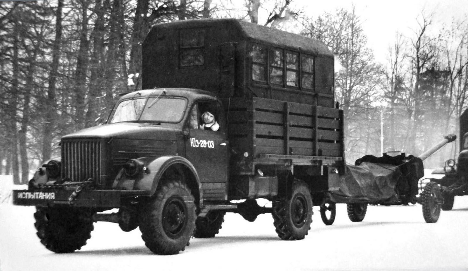 Оригинальный автопоезд в составе грузовика ГАЗ-63А и активной пушки (из архива НИИЦ АТ)