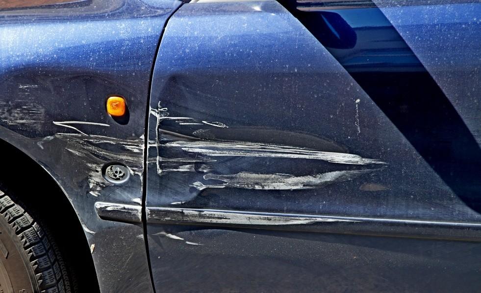 Ударил машину на парковке