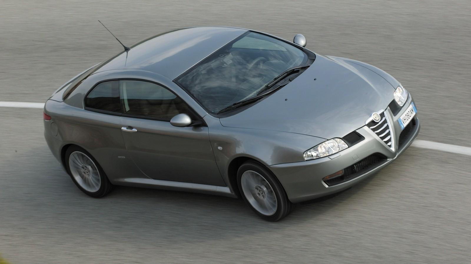 На фото: Alfa Romeo GT '2003–02010