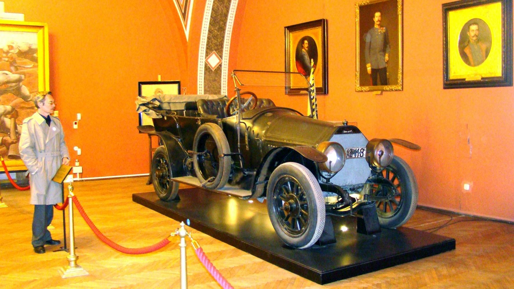 Автомобиль Gräf und Stift 28/32PS в первом варианте оформления зала «Сараево»