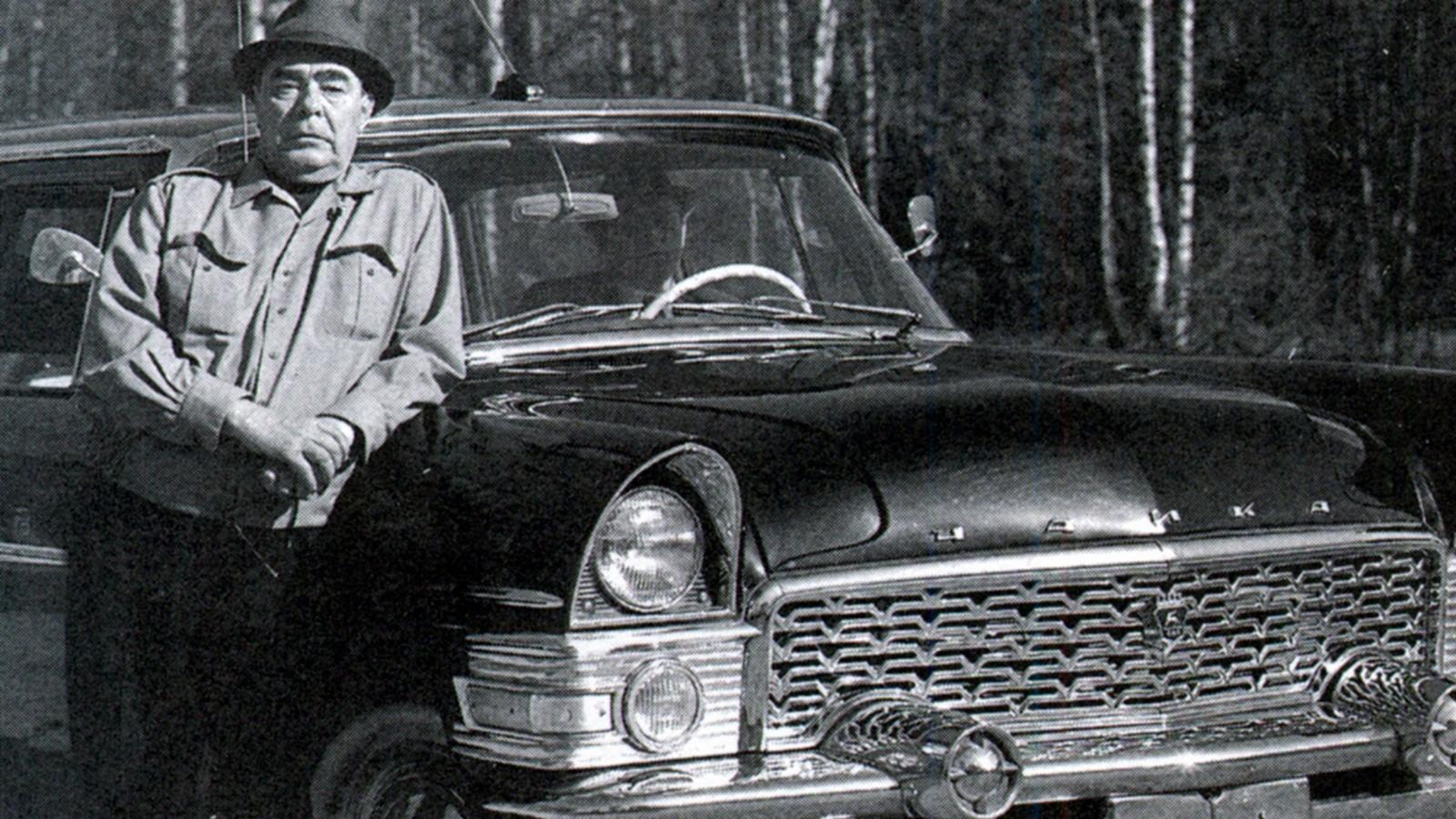 Собственной персоной: Леонид Брежнев возле ГАЗ-13