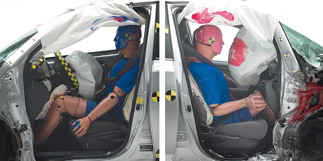 На фото: результаты краш-теста Toyota RAV4 cо стороны водителя (слева) и пассажира (справа).