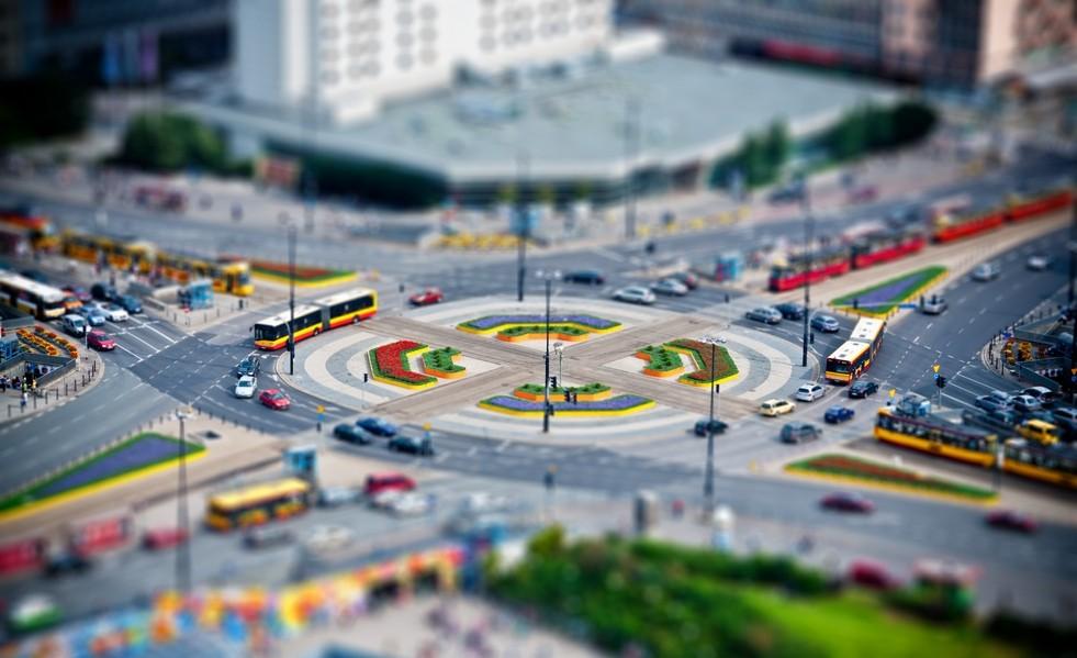 Проезд перекрестков с круговым движением в 2020 году: правила по ПДД