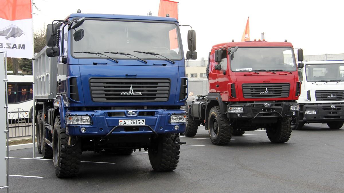 На фото: грузовые автомобили МАЗ