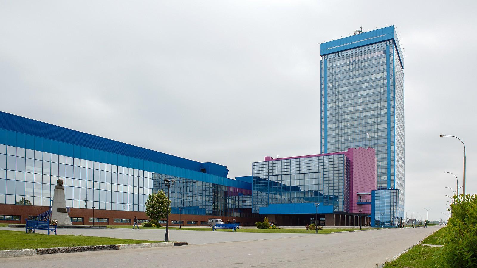 На фото: здание заводоуправления АВТОВАЗа