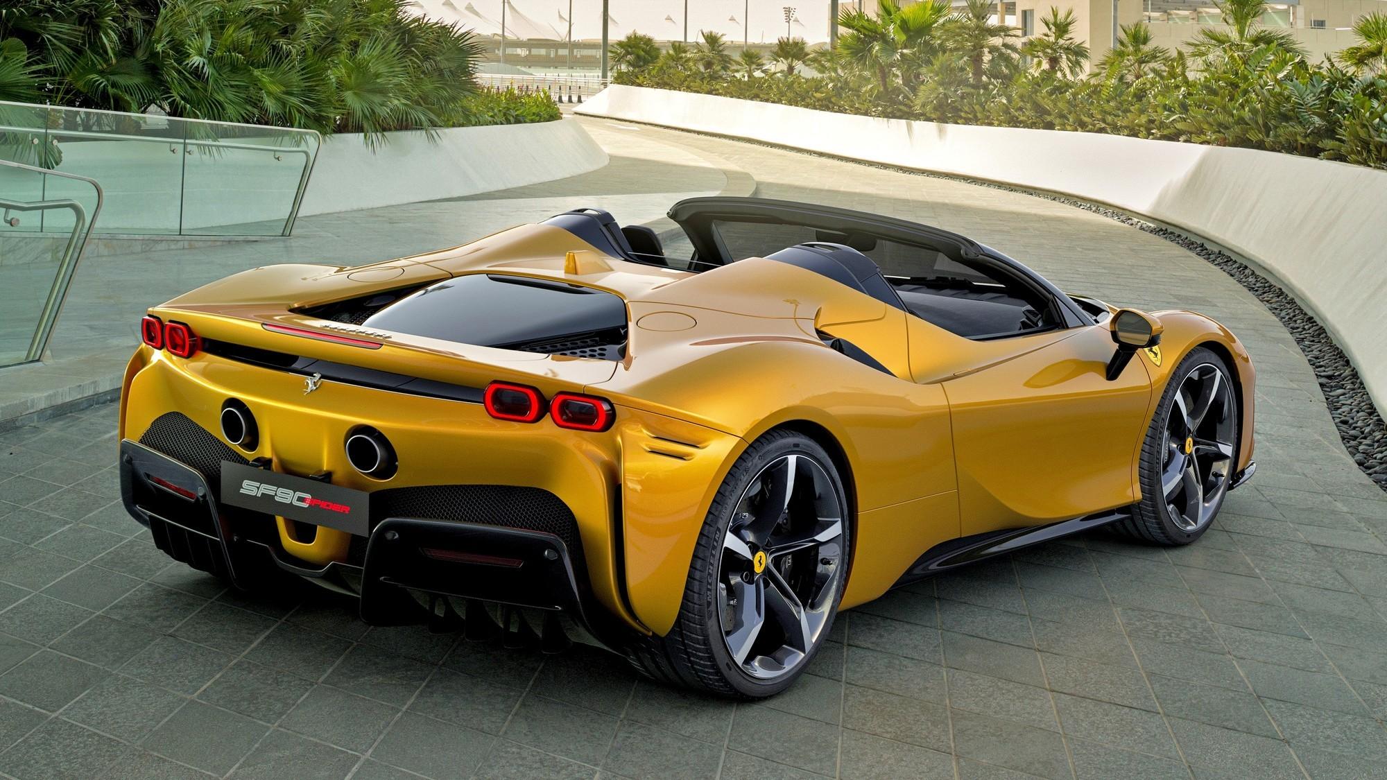 Ferrari SF90 Spider: на 100 кг тяжелее купе, зато с жёсткой складной крышей