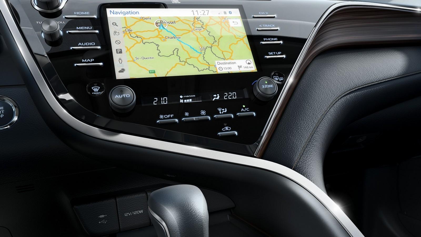 Toyota Camry интерьер дисплей
