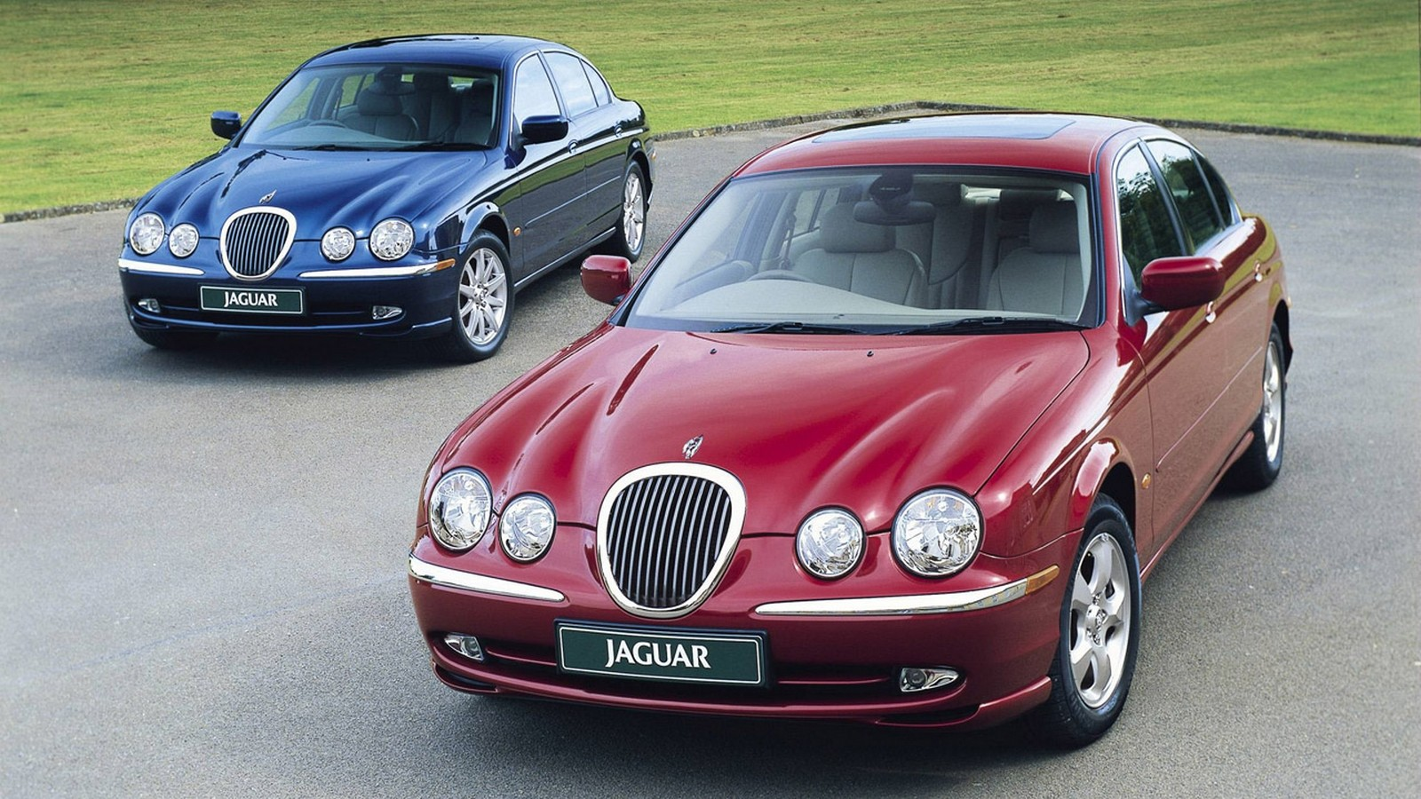 На фото: Jaguar S-Type '1999–2003