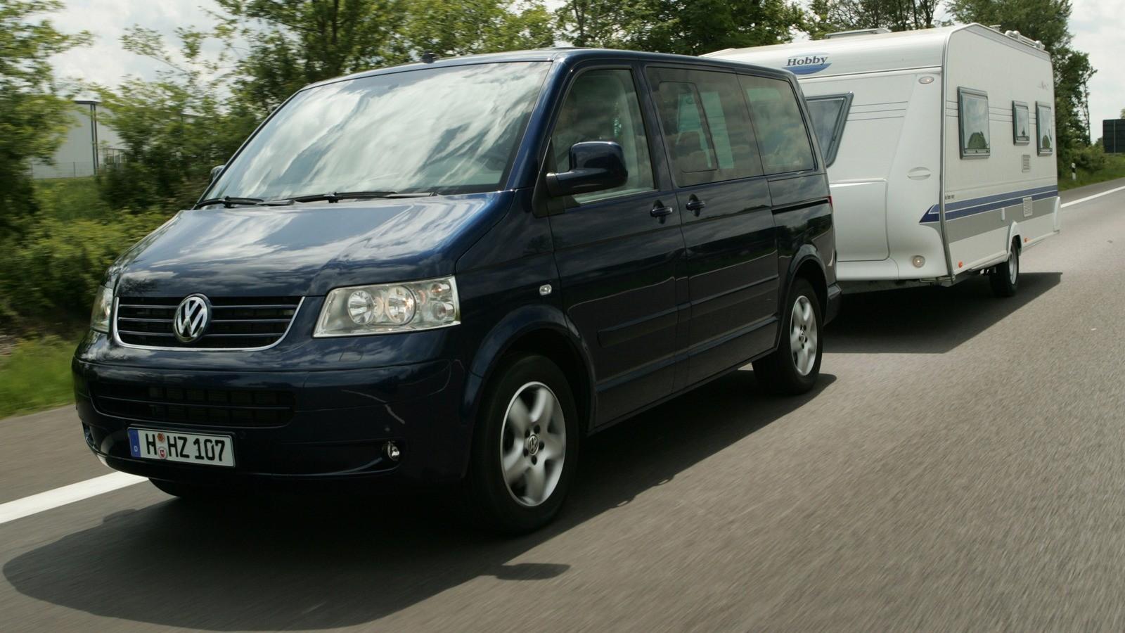 Volkswagen Multivan Highline (T5) '2003–09 с прицепом