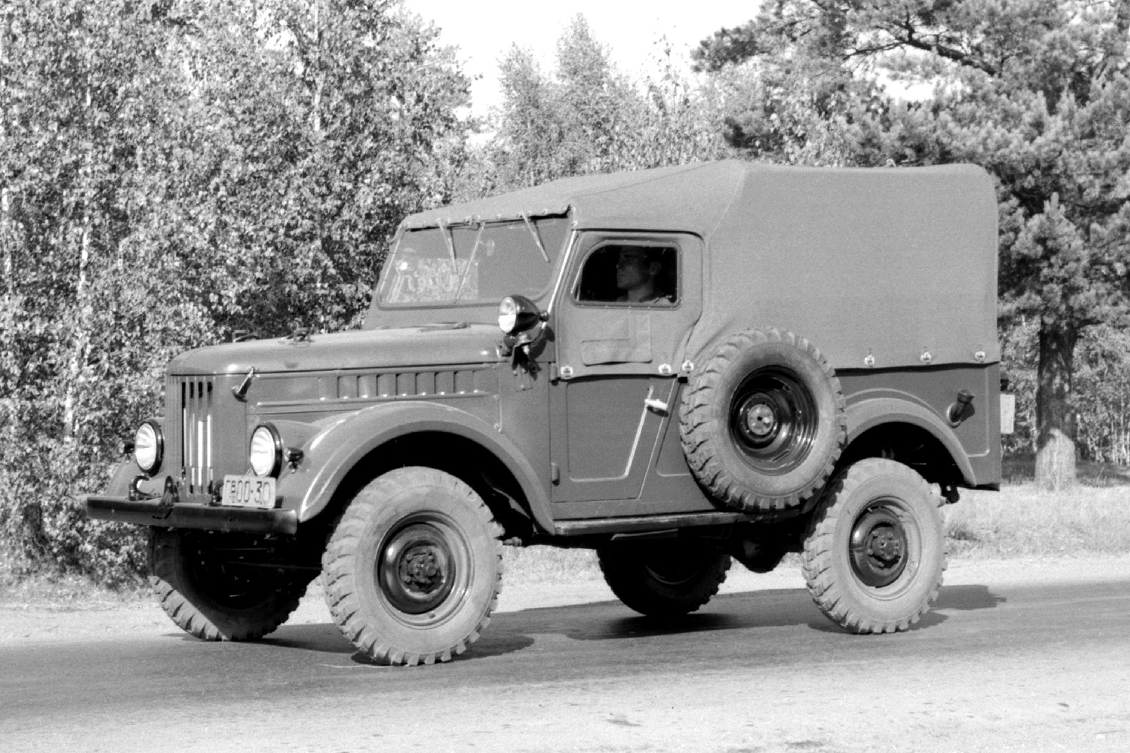Первые ГАЗ-69 были собраны на заводе в Ульяновске ещё в декабре 1954 года