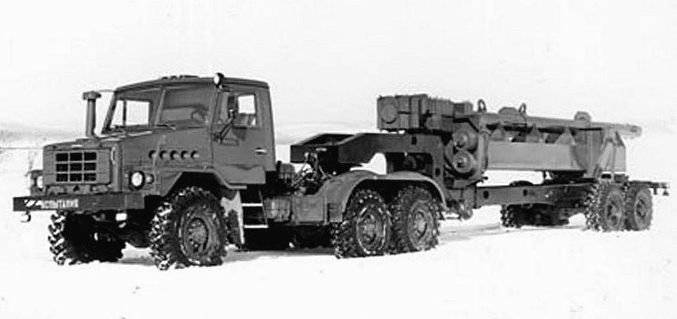 Автопоезд с тягачом Урал-44221 из семейства «Суша» и полуприцепом Урал-862 (из архива НИИЦ АТ)