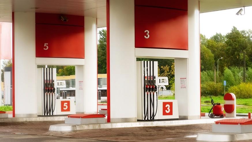 Проблемы с топливом: больше половины автозаправок обманывают и наливают меньше