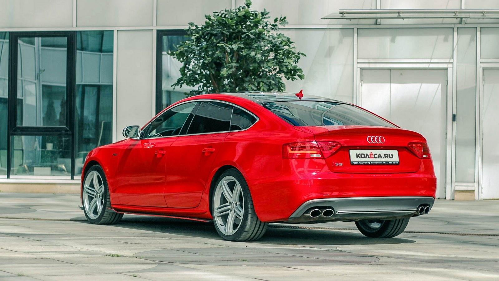 Audi A5 Sportback красная сзади