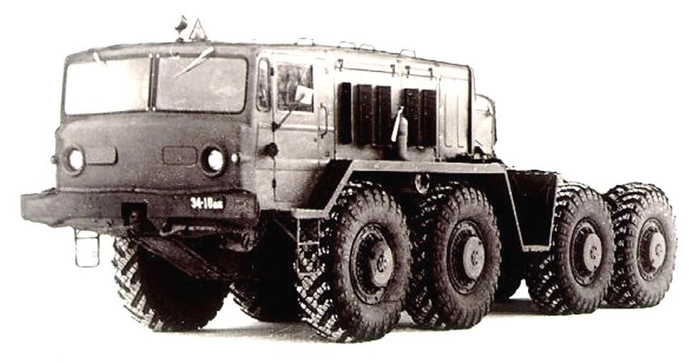 Опытный 525-сильный тягач МАЗ-537Г с лебедкой. 1958 год (из архива НИИЦ АТ)