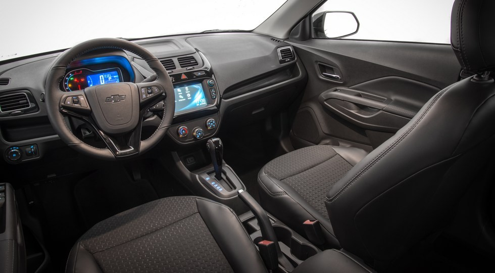 На фото: интерьер Chevrolet Cobalt Midnight Concept