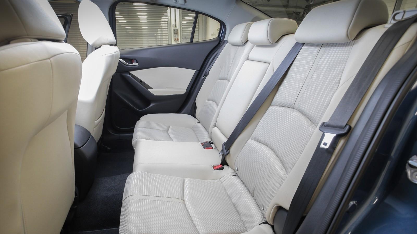 Mazda3_IPM_interior_001