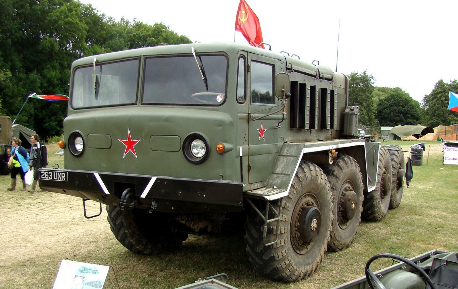 Седельный тягач серии МАЗ-537 — главная продукция Курганского завода (фото автора)