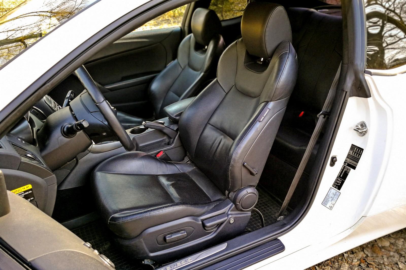 Hyundai Genesis Coupe передние сидения