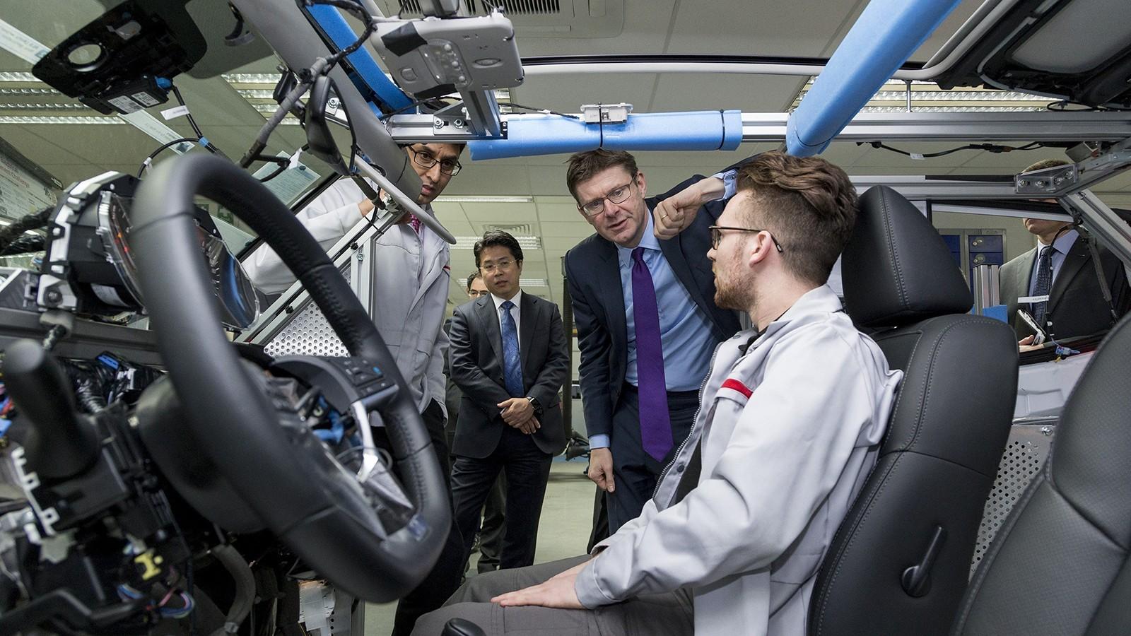 Грег Кларк посещает R&D-центр Nissan