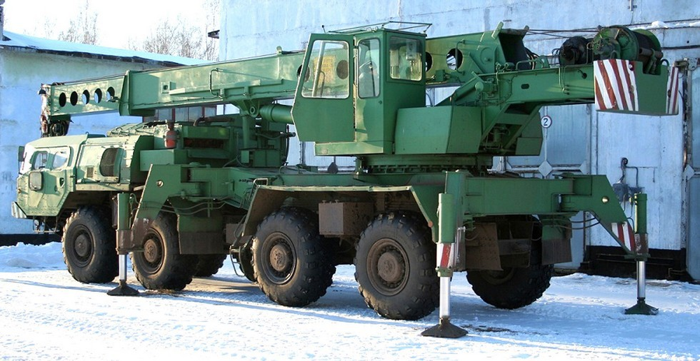 Модернизированный 25-тонный автокран КС-5574 на шасси МАЗ-73131