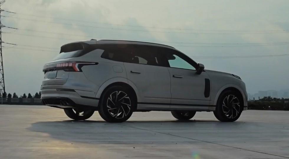 Флагманский кросс Geely и Volvo готовится выйти на рынок: вдвое дешевле родственного XC90