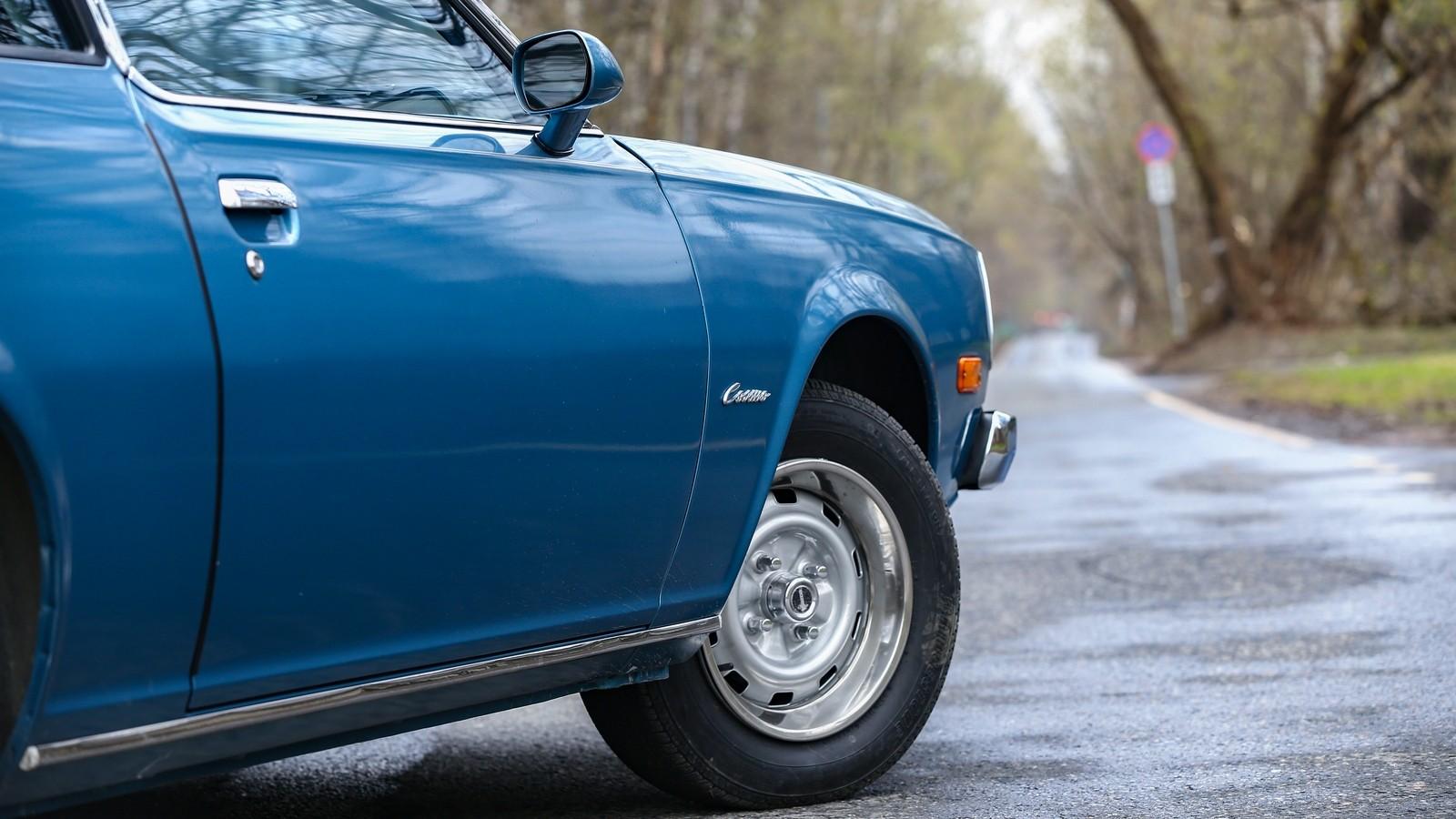 Mazda RX-5 голубая колесо