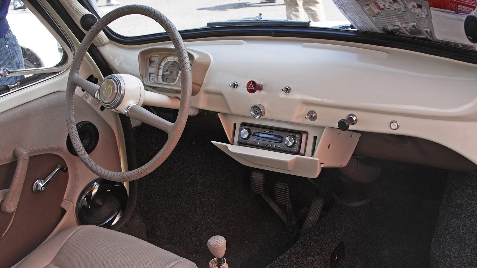 Салон этого ЗАЗ-965 подвергнут легкому тюнингу