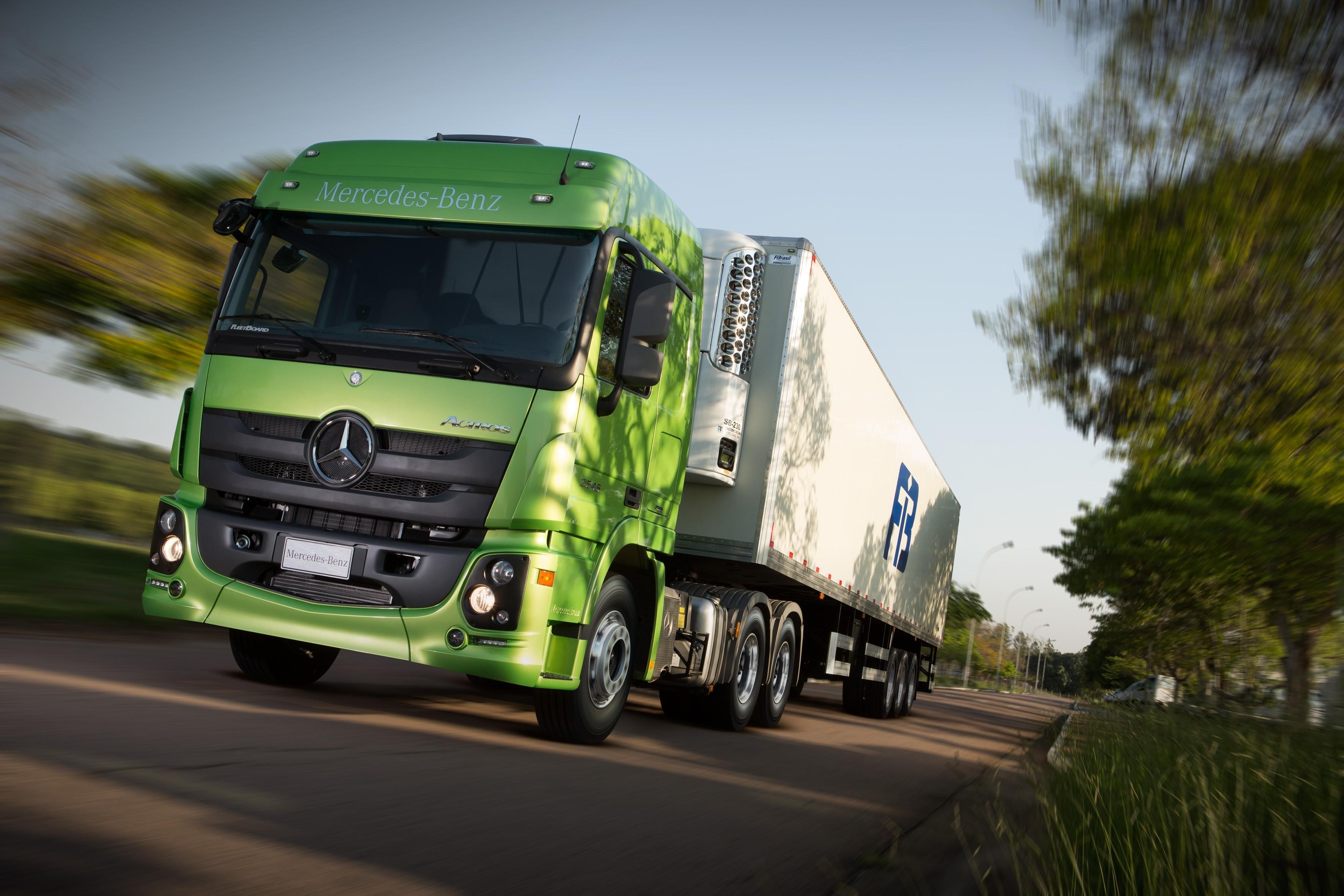На фото: Mercedes-benz Actros