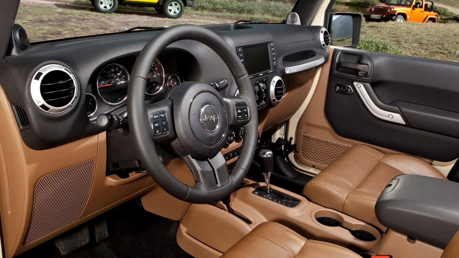 На фото: интерьер Jeep Wrangler Unlimited