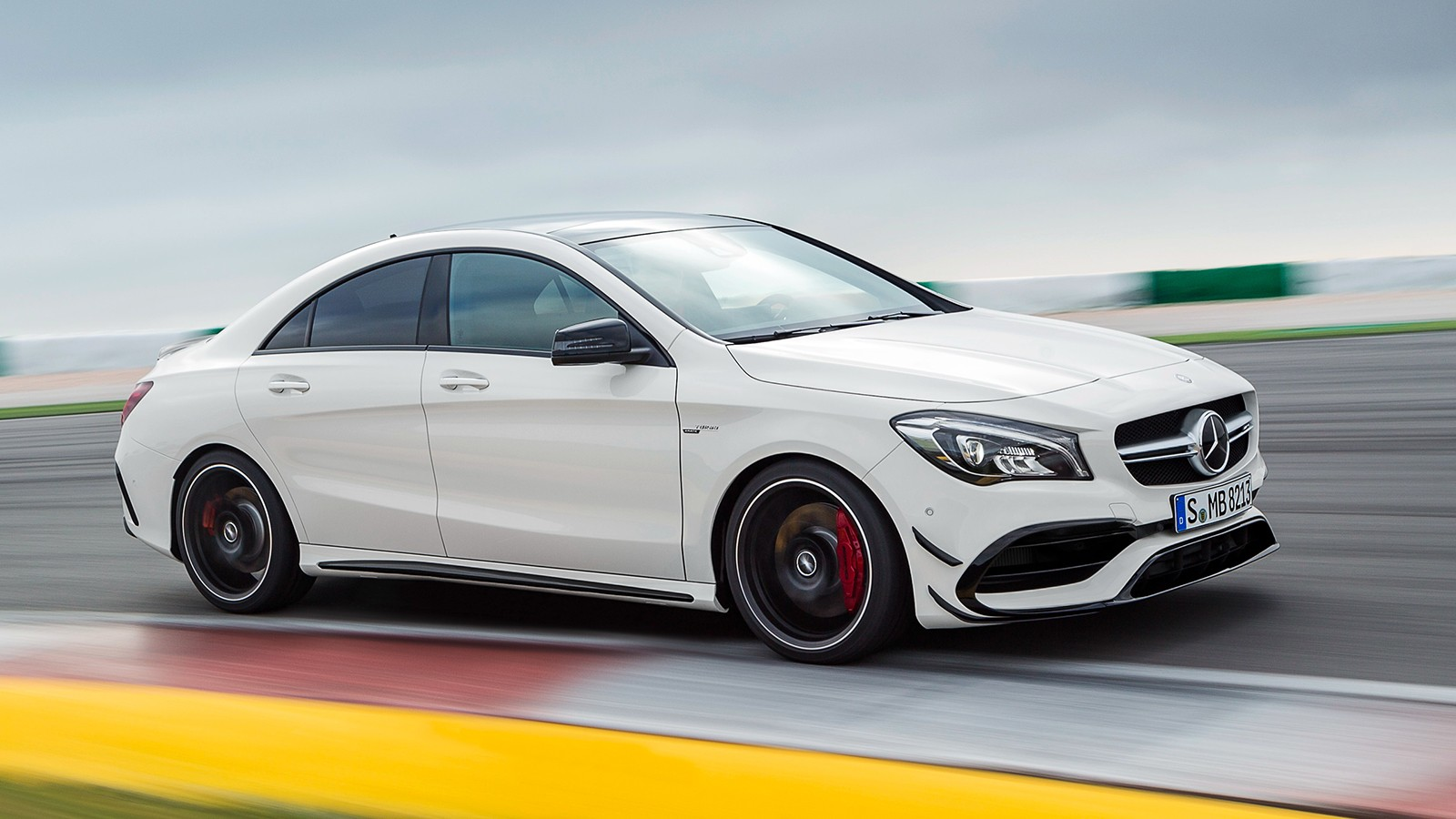 На фото: Mercedes-AMG CLA 45 4Matic