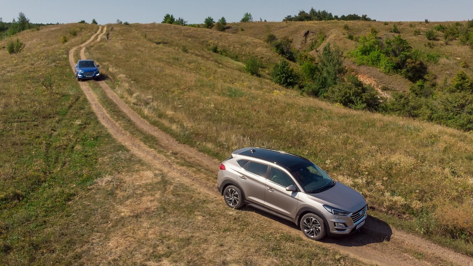 Hyundai_Tucson на сельской дороге