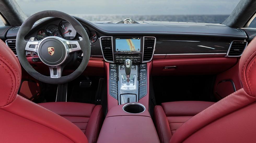 На фото: интерьер Porsche Panamera текущего поколения