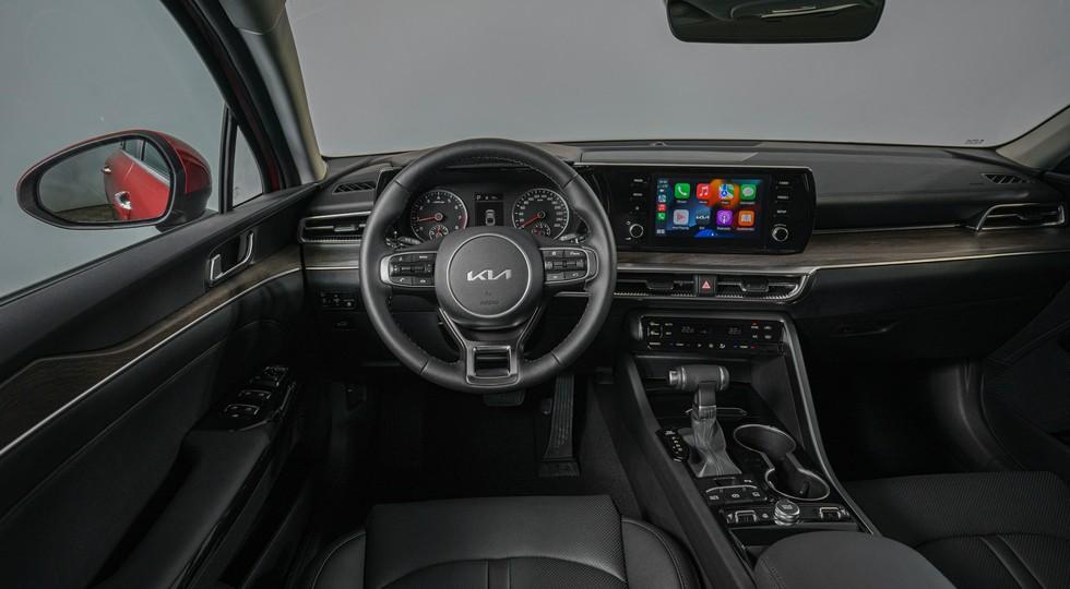 Российский седан Kia K5 доведён до 2022 модельного года: богаче и дороже