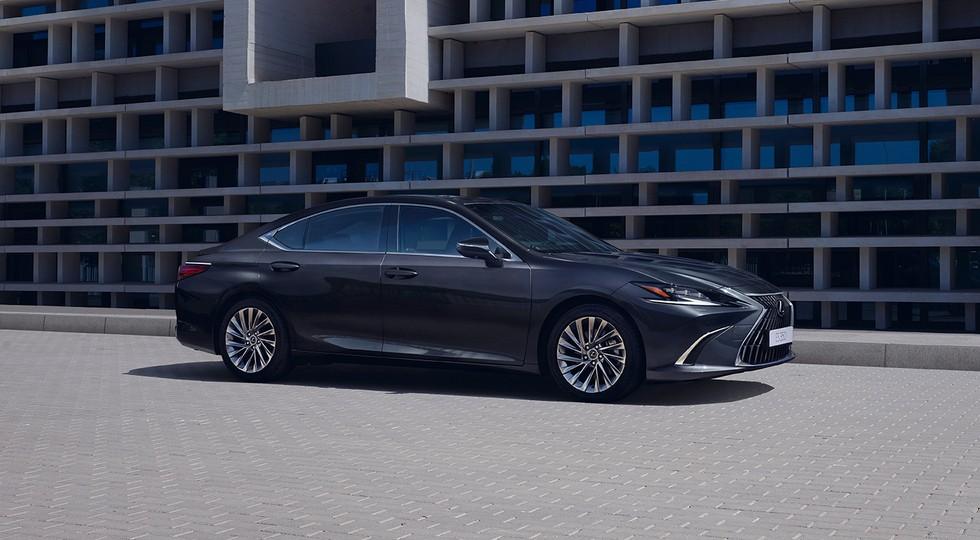 Обновлённый Lexus ES выходит на российский рынок: «в базе» вместо 6АКП теперь вариатор