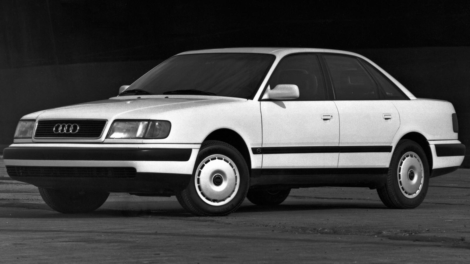На фото: Audi 100 North America (4A,C4) '1990–94